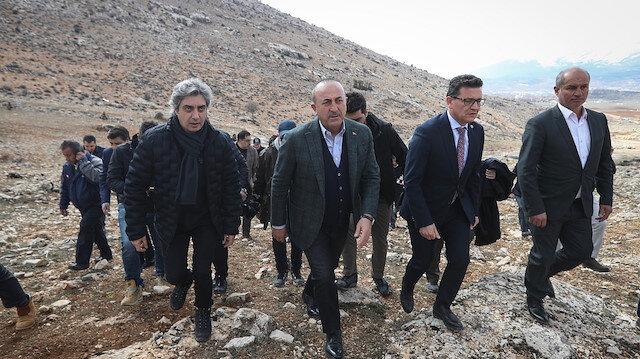 Bakan Çavuşoğlu'dan Nöbet dizisi setine ziyaret