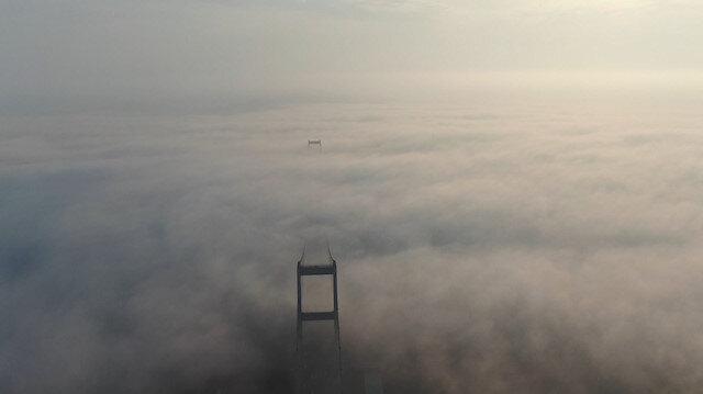 İstanbul Boğazı'nın sis altındaki görüntüleri hayran bıraktı