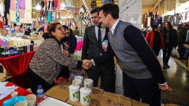 AK Parti Beylikdüzü Belediye Başkan adayı Mustafa Necati Işık, pazar yerinde vatandaşlarla sohbet etti.