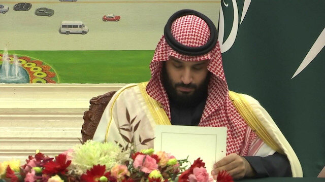 Saudi crown prince sings trade deals in Beijing