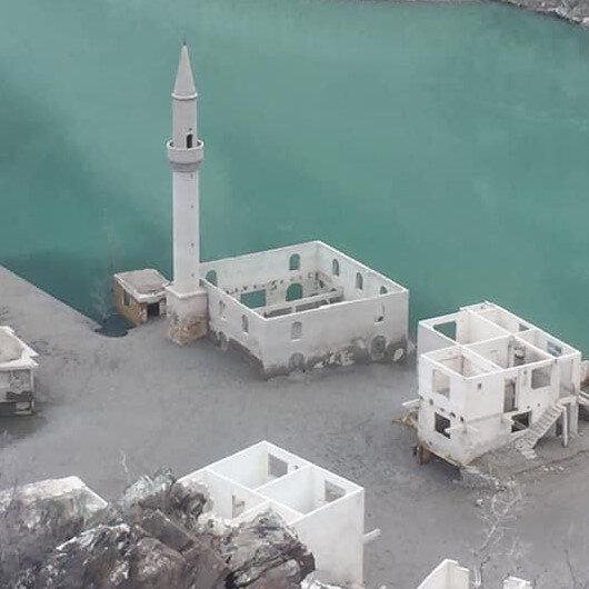 Baraj suyu çekilince eski yerleşim ortaya çıktı