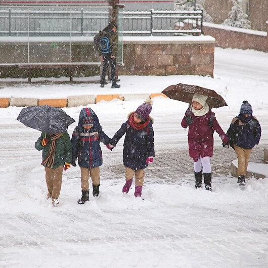 Kırklareli'nde kar nedeniyle okullara ara verildi