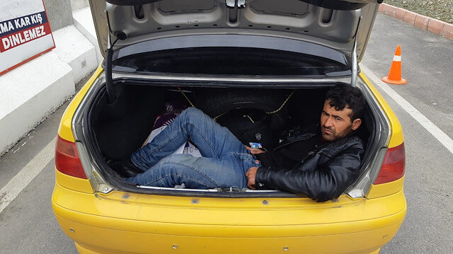 Taksinin bagajında yakalandı