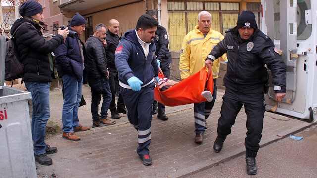 Mehmet Altınbilek, kimliği belirsiz saldırganlar tarafından önce dövüldü, ardından başından tabancayla vurularak öldürüldü.