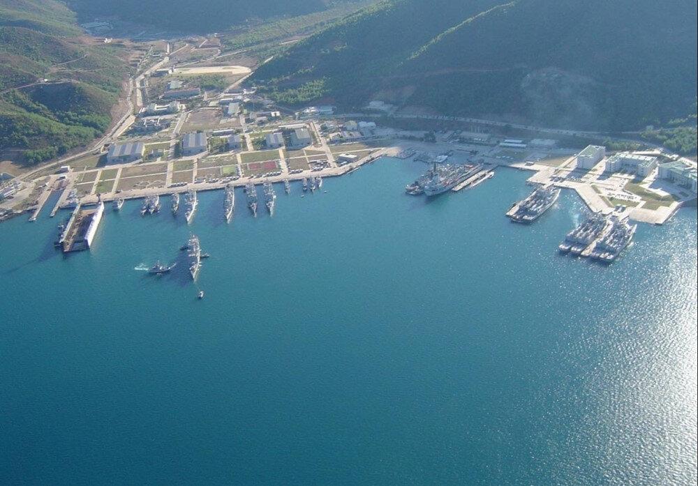 Marmaris'te bulunan Aksaz Deniz Üssü, yaklaşık 40 bin dönümlük bir araziye kurulu.