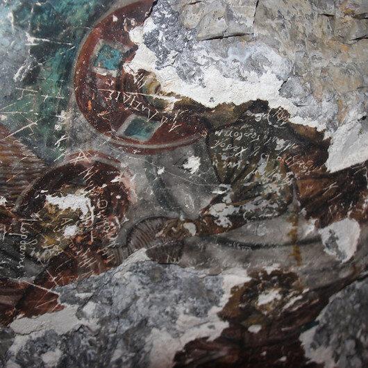 Gümüşhane'de bulunan 3 bin yıllık freskleri talan ettiler