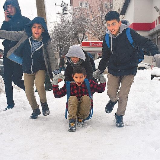 Bingöl'ün 3 ilçesinde eğitime kar engeli