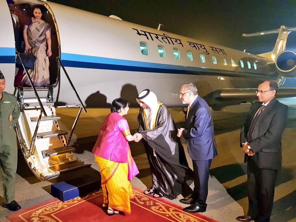 Sushma Swaraj'ın Abu Dabi'ye gidişi Pakistan'ı kızdırdı.