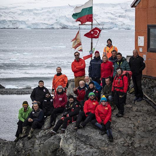 """البعثة العلمية التركية تزور عدة قواعد علمية في """"أنتاركتيكا"""""""