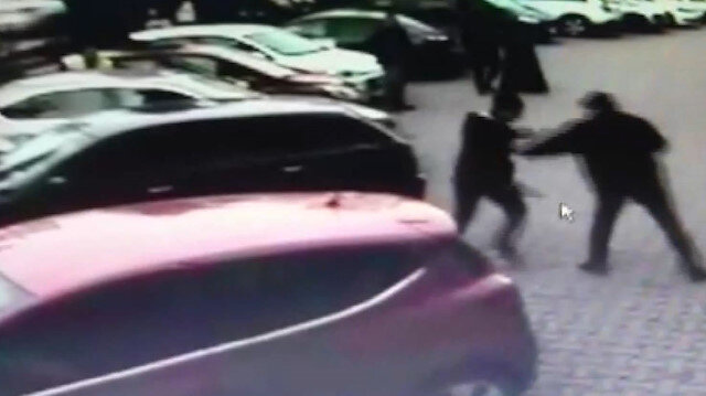 Ümraniyede sokak ortasında silahlı saldırı kamerada