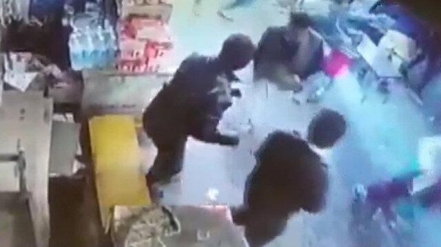 Keşmirde bombalı saldırı sonrası panik kamerada