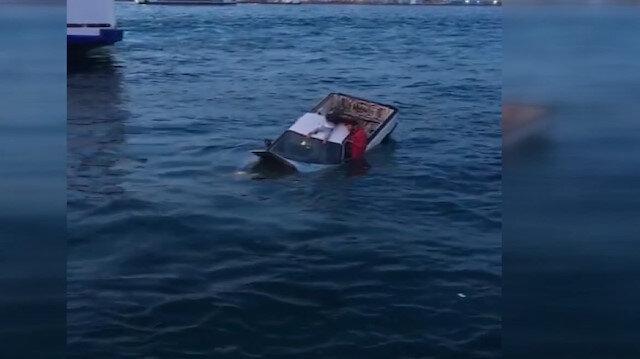 Eminönünde denize uçan otomobildekiler böyle kurtarıldı