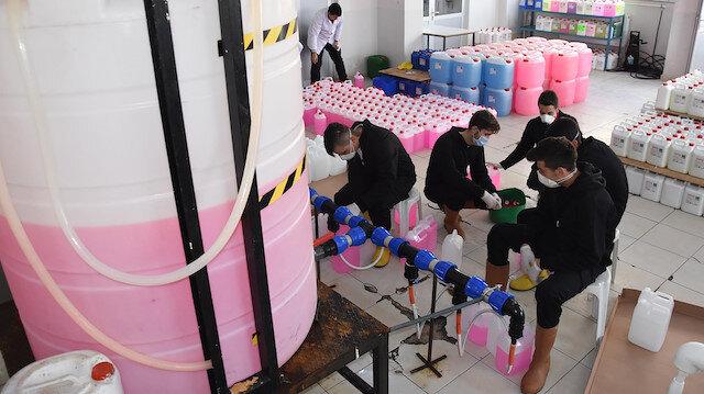 Fabrika gibi okul: Yılda 600 ton temizlik maddesi üretip satıyorlar