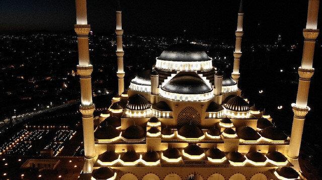 Çamlıca Camii'nden ilk ezan sesi yükseldi