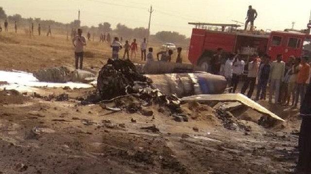 Son Dakika Hint Savaş Uçağı Pakistan Sınırında Düştü
