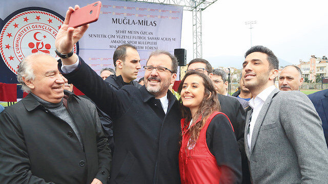 Bakan Kasapoğlu, Gaziantep'ten başlattığı buluşmalar kapsamında bugüne kadar İzmir, Çorum, Ankara, Sinop, Uşak, Muğla ve Adıyaman'da gençlerle bir araya geldi.