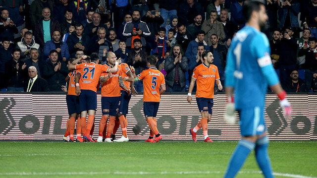 Başakşehirli futbolcuların gol sevinci.