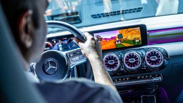Mercedes-Benz'in yeni CLA 2020 modelinde MBUX ile Mario Kart oyunu oynanabilecek.