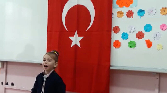 Minik Beyza Nur İstiklal Marşını gözyaşları içinde okudu