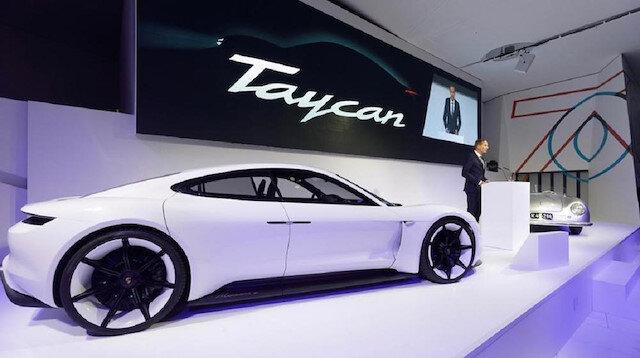 Porsche'nin öncesinde Mission E isminiverdiği ancak geçtiğimiz yıl adı Taycan olarak değiştirilen elektrikli otomobil, Eylül ayında piyasaya sürülecek.