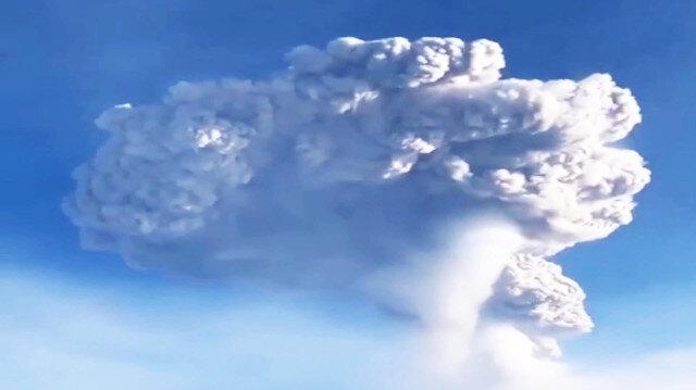 Rusyadaki yanardağ 4 bin yüksekliğe kül püskürttü