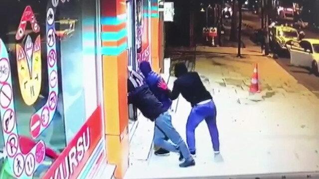 İş yerinden hırsızlık anı güvenlik kamerasına yansıdı