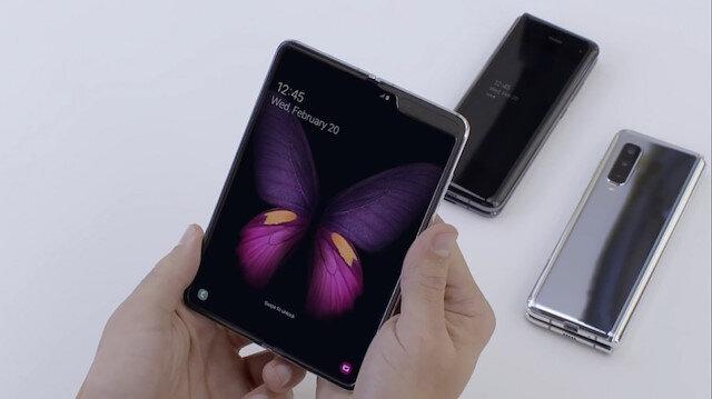 Güney Koreli teknoloji devi Samsung'un ilk katlanabilir telefonu Galaxy Fold.