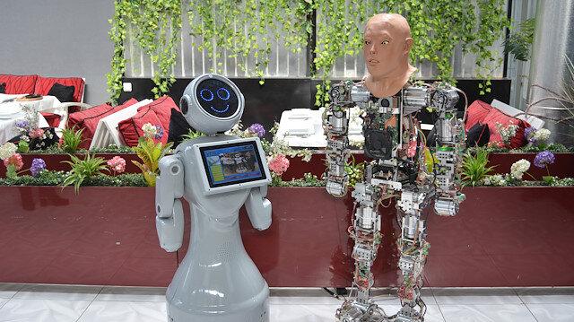 İnsansı Robot Akıncı-4 ve ADA Robot