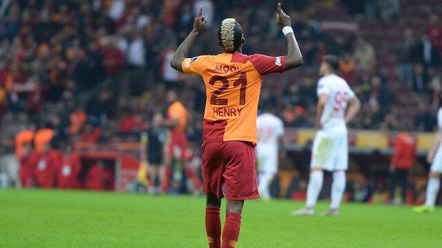 Henry Onyekuru, Antalyaspor karşısında 2 gol atarak yıldızlaştı.