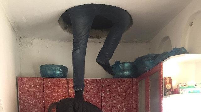 Tavan arasına yapılan özel bölmeyi polis son anda fark etti.