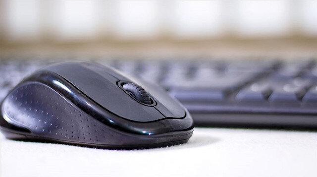 Uzmanlar sanal dünyada yaşanan siber zorbalıklar konusunda tüm aileleri uyardı.