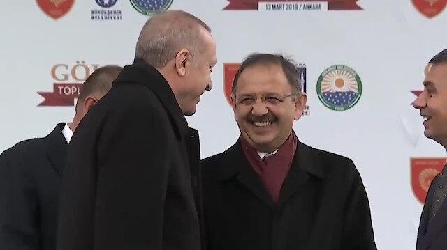 Erdoğan konuşmasına ara verdiği sırada koyu bir sohbete daldı