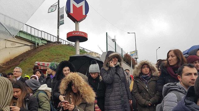 Kadıköy-Tavşantepe metrosunda yaşanan arıza nedeniyle duraklarda aşırı yoğunluk meydana geldi.