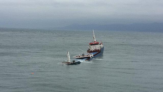 Marmara Adası açıklarında su alan gemi karaya oturdu