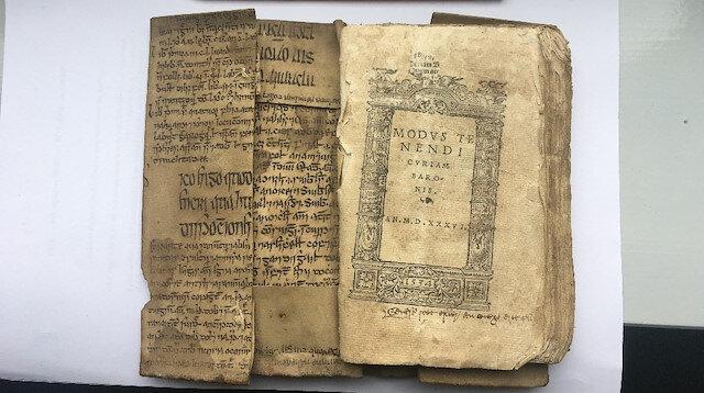 İbn-i Sina'nın Tıbbın Kanunu kitabı İrlanda diline çevrilmiş