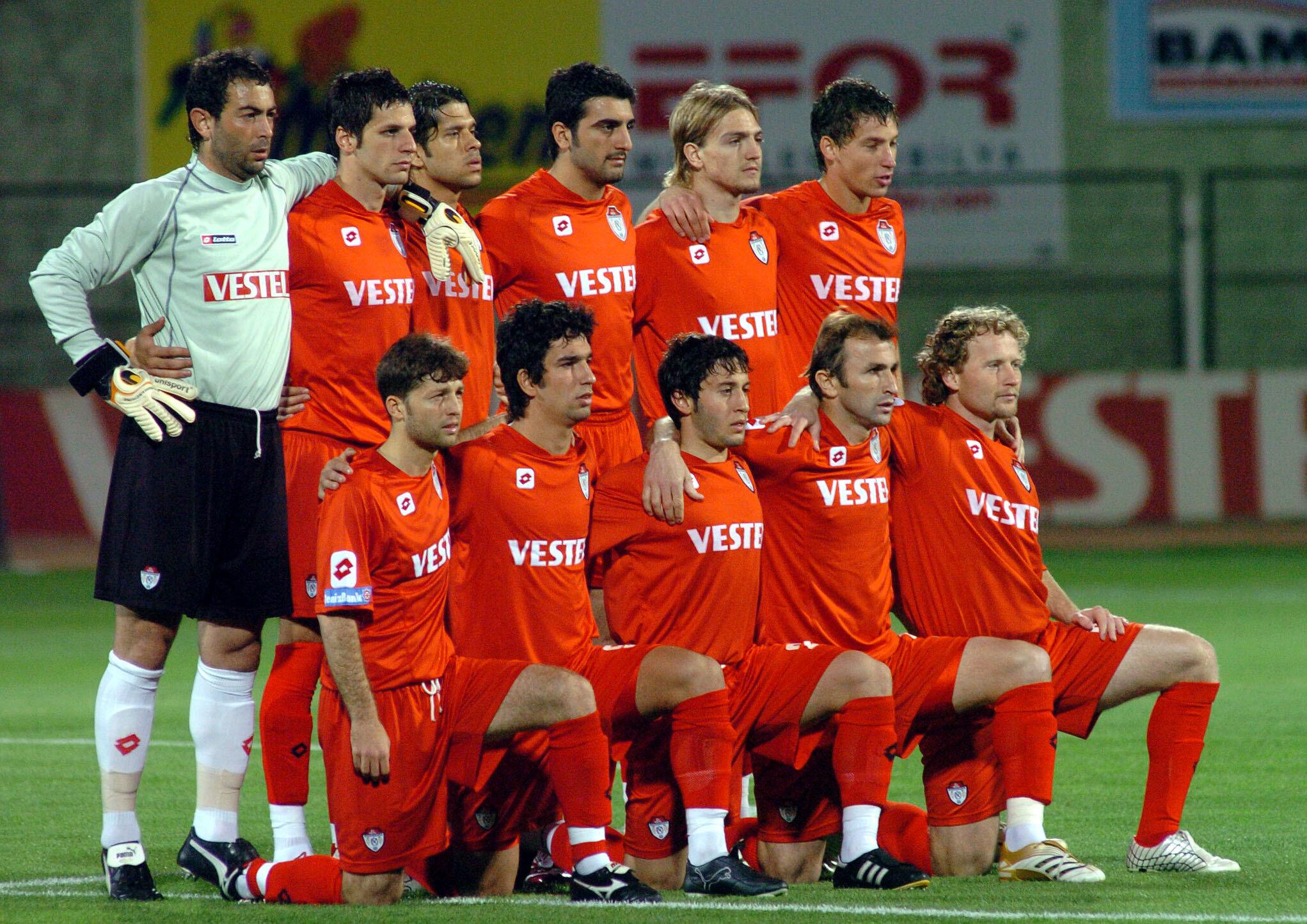 Manisaspor birçok yıldızın bulunduğu kadrosuyla yıllarca Ege'yi Süper Lig'de temsil etmişti.