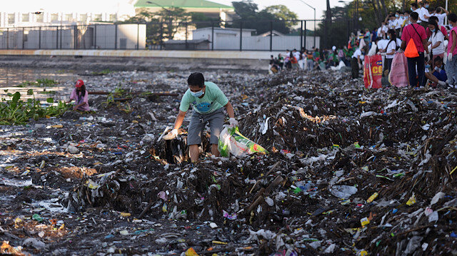 Viral #trashtag challenge aims cleaner environment