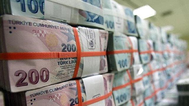 Bankaların bireysel kredi kartı alacakları yüzde 1,24 azalarak 100 milyar 446 milyon liraya geriledi.