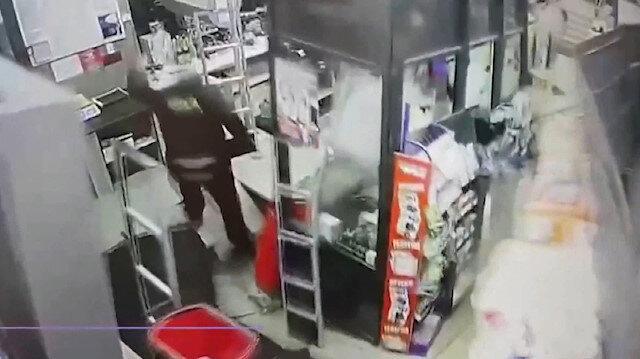 Alışveriş yapıldığı sırada marketin zemini çöktü
