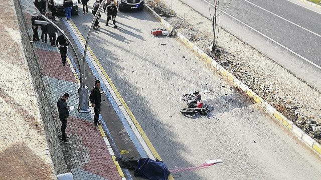 Olay yerine geldiğinde oğlunun öldüğünü gören polis memuru gözyaşlarına boğuldu.