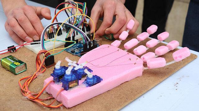 Orhan Abalıoğlu Mesleki ve Teknik Anadolu Lisesi öğrencilerinin teknoloji standı, katılımcıların yoğun ilgisini çekti.