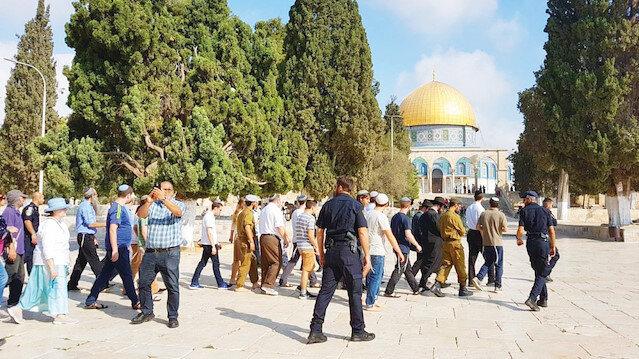 İsrail rejiminin attığı adımlarla bir süredir gerginliğin tırmandığı Kudüs'te fanatik Yahudilerin Mescid-i Aksa'ya baskın düzenleme çağrıları da devam ediyor.