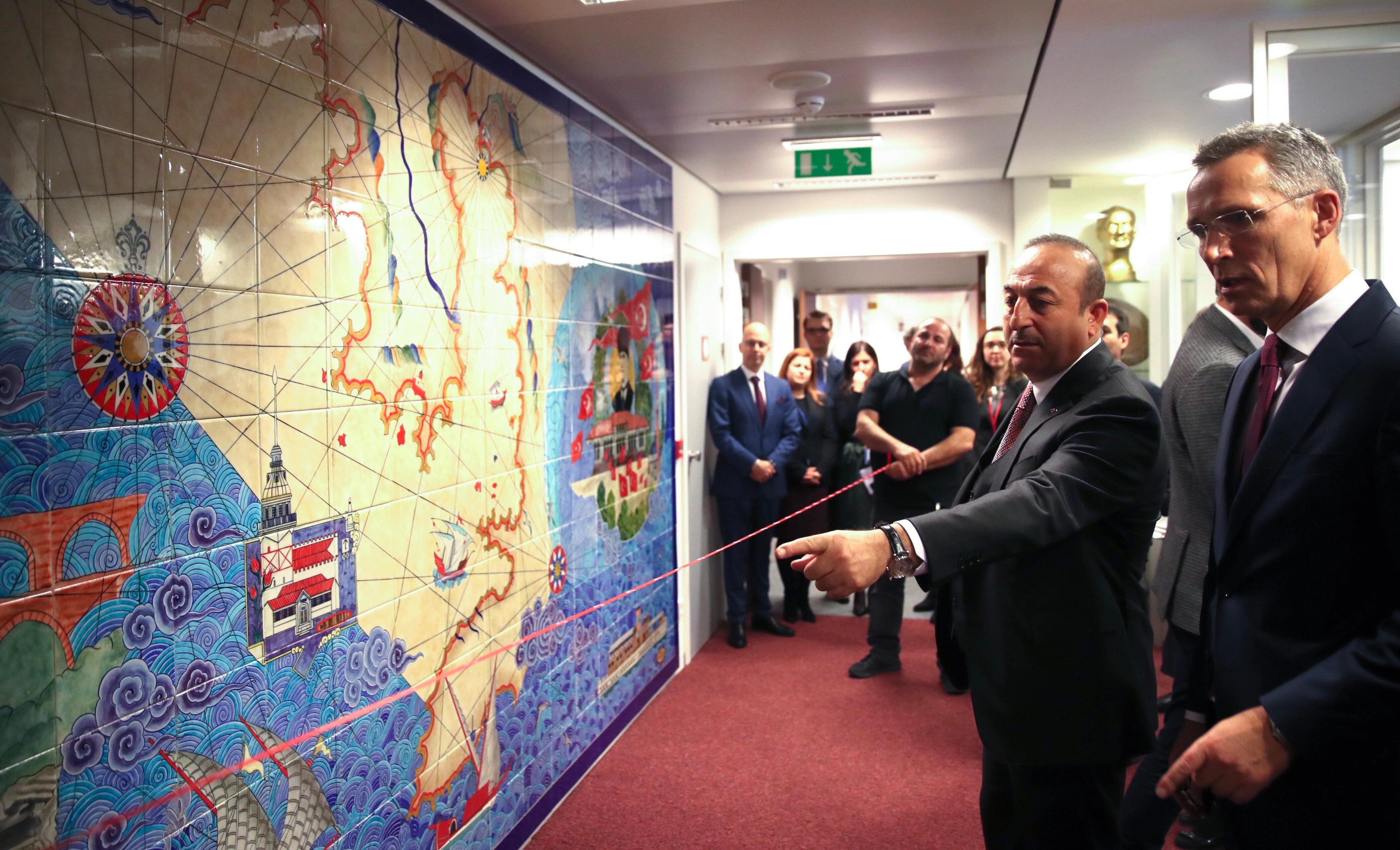 معالم وقوارب عثمانية وأتاتورك.. الناتو وتركيا يفتتحان لوحة زخف ضخمة