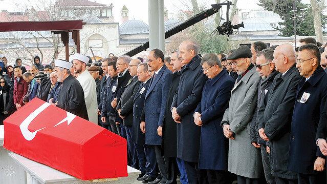 İstanbul Müftüsü Hasan Kamil Yılmaz'ın kıldırdığı cenaze namazının ardından, Dedeoğlu'nun naaşı Edirnekapı Mezarlığında defnedildi.
