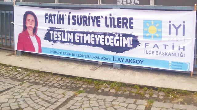 İlay Aksoy'un seçim pankartı.