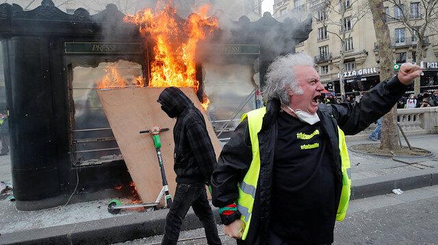 Son dakika... Paris'te sokaklar savaş alanına döndü