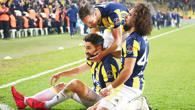 Fenerbahçeli oyuncuların gol sevinci.