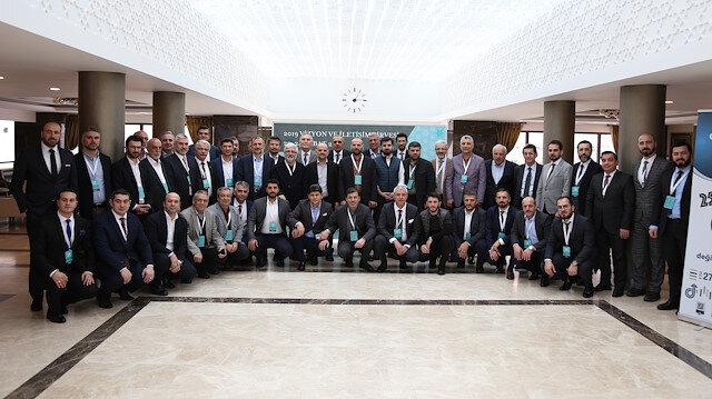 Albayrak Grubu yöneticileri arasındaki iletişimi güçlendirmek amacıyla gerçekleştirilen zirveye, Yönetim Kurulu Üyeleri Mustafa Albayrak, Muzaffer Albayrak, İcra Kurulu Üyeleri Mesut Albayrak, Faruk Albayrak, Muhammet Fatih Albayrak ve Hamza Albayrak Beylerin yanı sıra, Yönetim Kurulu Üyesi İbrahim Karaca, Grup CEO'su Prof. Dr. Ömer Bolat katıldı.
