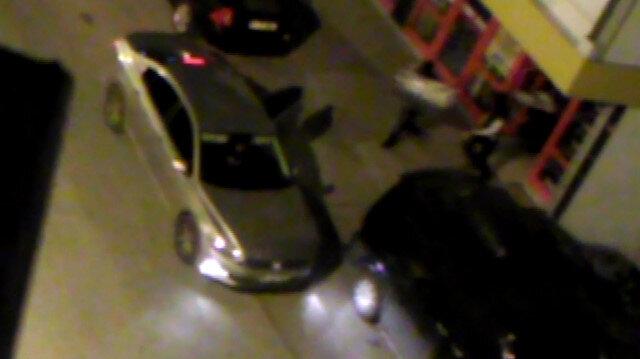 Market soyguncularını mahalleli anbean görüntüledi