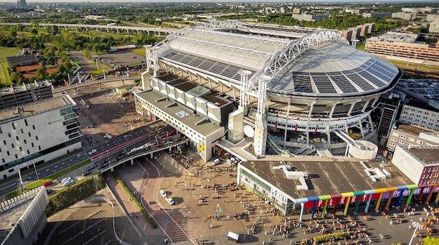 Johan Cruijff Arena'ya binlerce eve güç vermeye yetecek 3 megawatt'lık kapasiteye sahip sistem kuruldu.